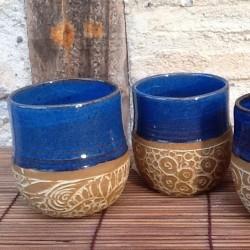 Gobelet grès sgraffité bleu
